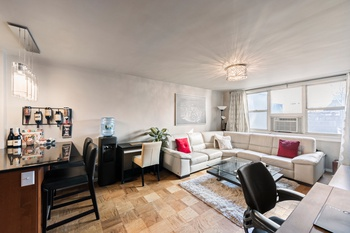 Beautiful Bright Renovated 1 Bedroom Murray Hill